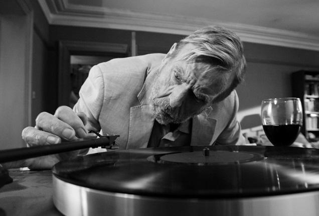 Berlinale 2017: Ένα πάρτυ γεμάτο δηλητήριο, ο πιτσιρικάς Καρλ Μαρξ και μία γέφυρα στη μέση της ερήμου